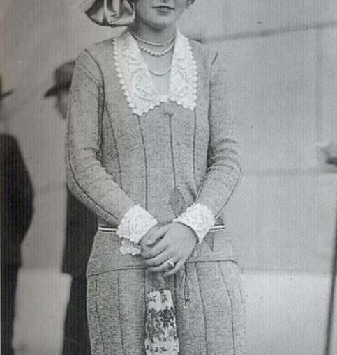 Picture of a French girl with a purse, 1920 approx